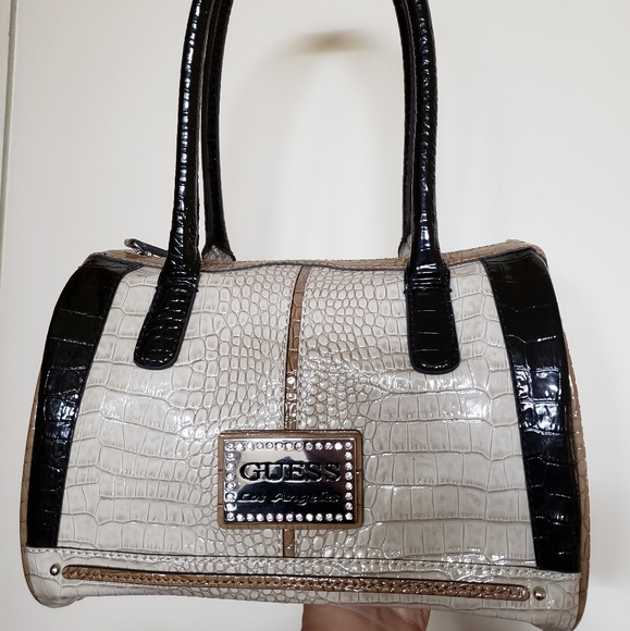 8368facc8d1 Guess Bags   Authentic Brand Handbag   Poshmark
